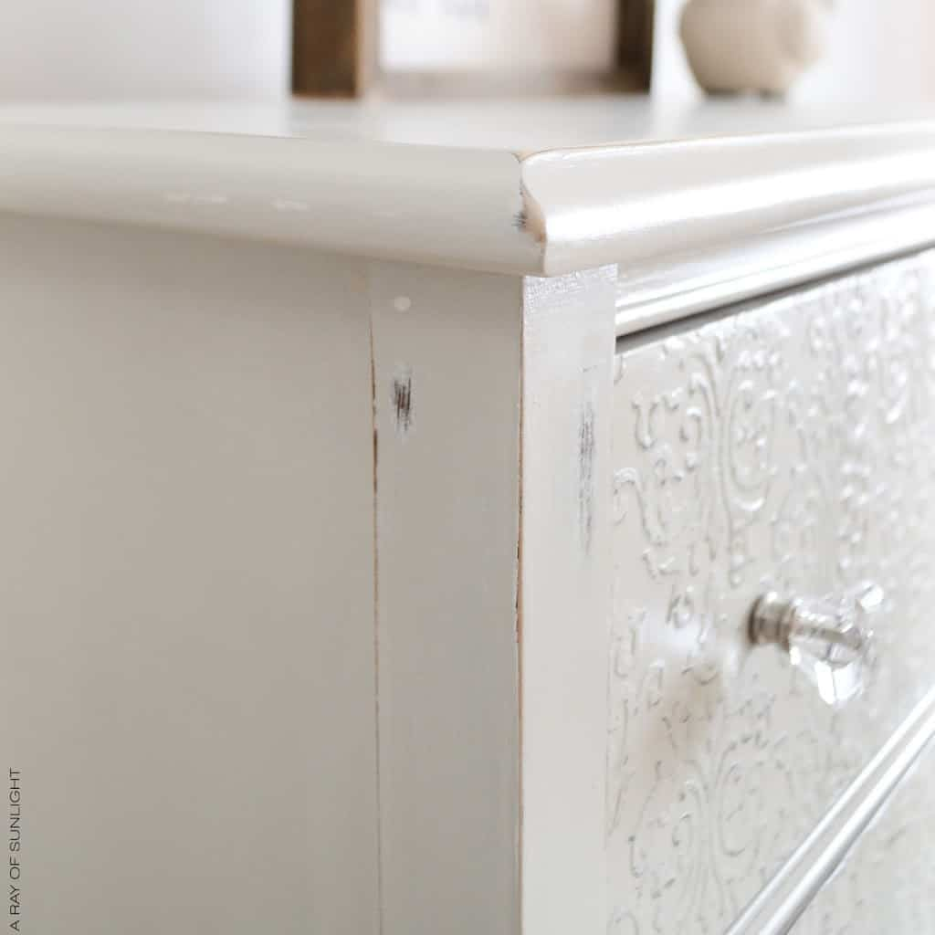 Painted Furniture Makeover : How to Transform your Dresser with a Stencil and Country Chic Paint Texture Powder. Painted in a light grey Sunday Tea. Perfect for an entry way, nursery or bathroom space. #furitureakeover #paintedfurniture #vintagefurniture #upcycled #countrychicpaint