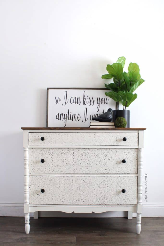 The best stencil for painted furniture! Create wood details with some paint, a stencil and this paint technique. This is the cream farmhouse dresser with a wood top.