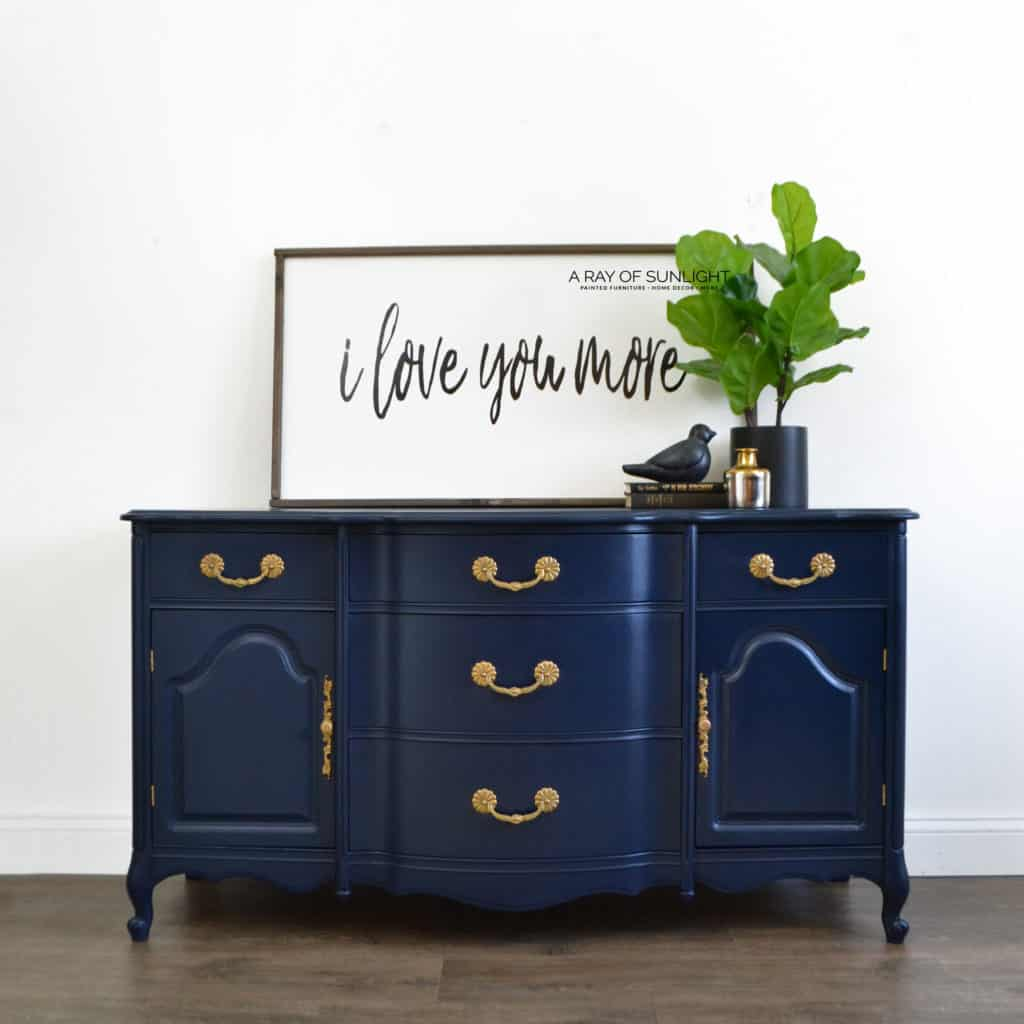 From repurposed bedroom dressers, upcycled furniture, thrift finds, buffets, nightstands and furniture with veneer and / or solid wood. This is the furniture painting basics 101: the best way to paint furniture with chalk paint and no wax! By A Ray of Sunlight