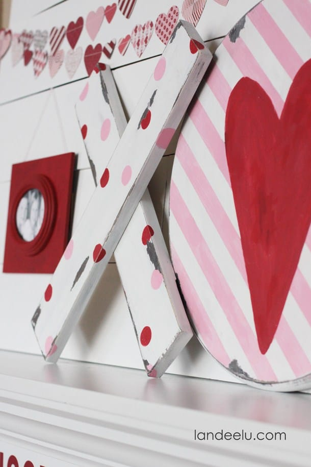 Valentine's Day Mantel: Hugs and Kisses | landeelu.com
