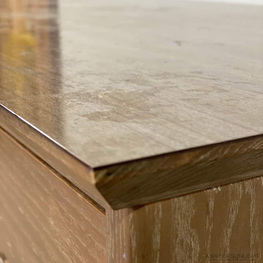 shiny laminate desk top
