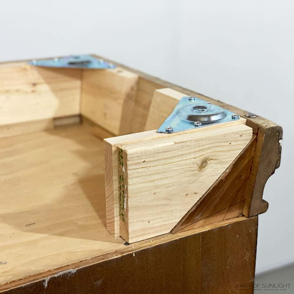 closeup of the extra support on the back of the cedar chest