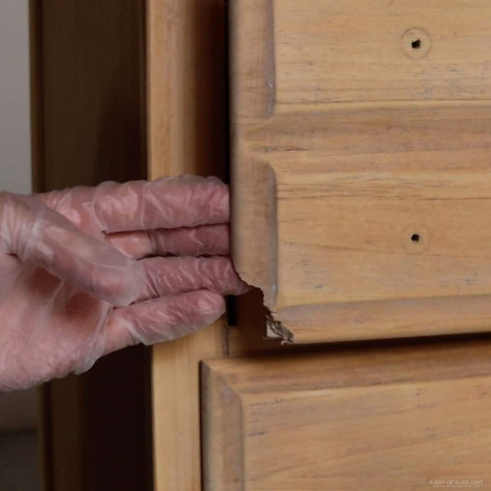 Damaged corners on the drawers