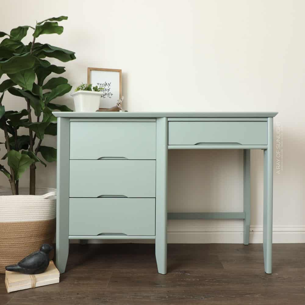 full photo of the laminate painted desk