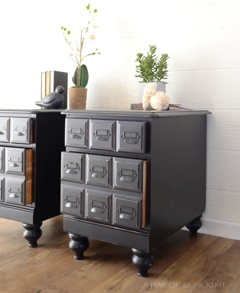 side shot of the 2 drawers open