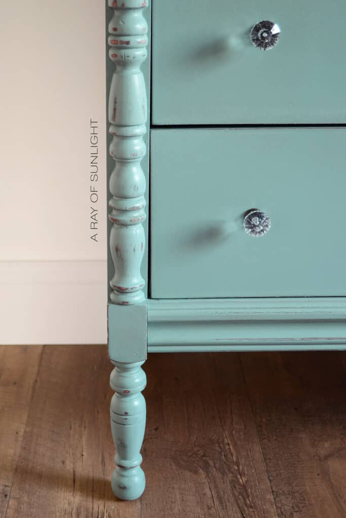 closeup of bottom drawers and the side details